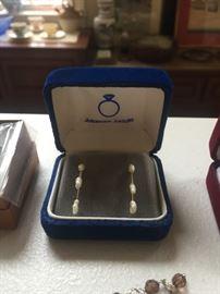Robinson jewelers pearl earrings