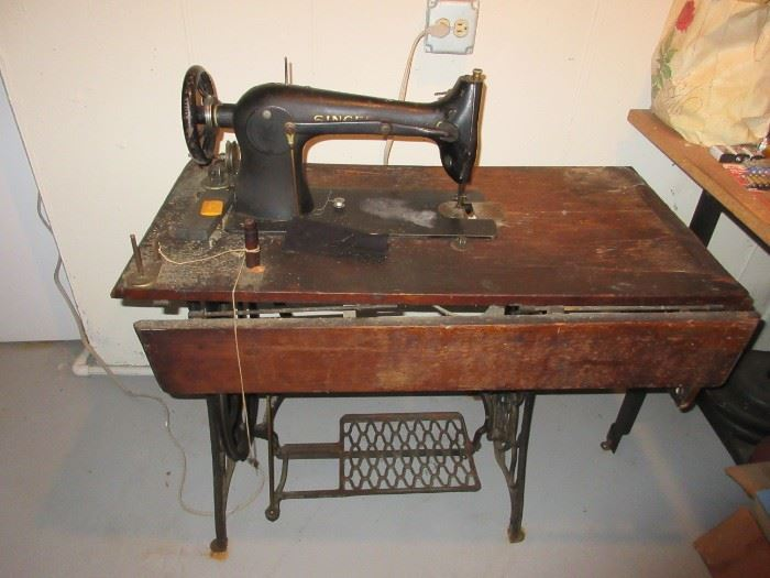 antique SINGER 31-15 commercial sewing machine with table