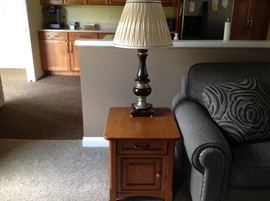 Excellent condition oak end table