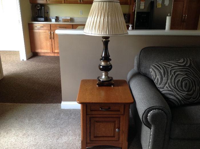 Excellent condition oak end table