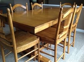 Great condition high top table, 1 leaf and 6 heavy chairs