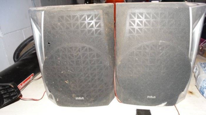 2 rca speakers