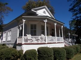 Beautiful Victorian Home for sale! 129900, 3 br, 2 BA, fenced yard, updated kitchen and master bath, heart pine floors!