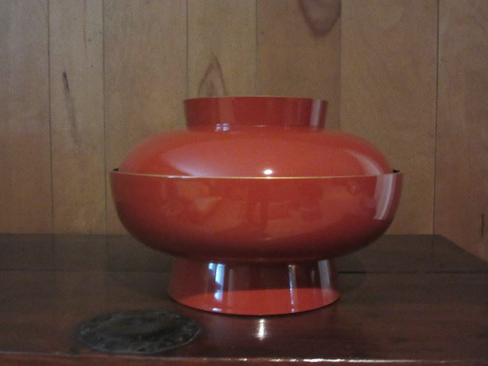 Large lacquerware bowl with lid (Japanese)