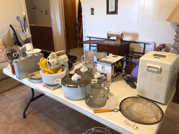 Housewares, bread maker, stand mixer