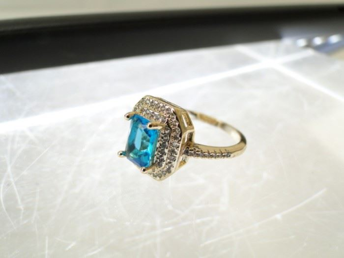 Size 8 Gold Ring with Rectangular Topaz Sapphire