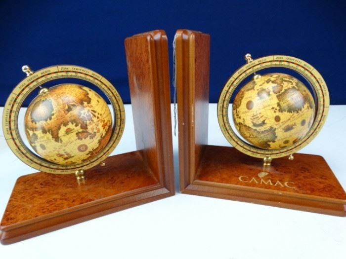 Wooden Vintage Designed Spinning Globe Bookends