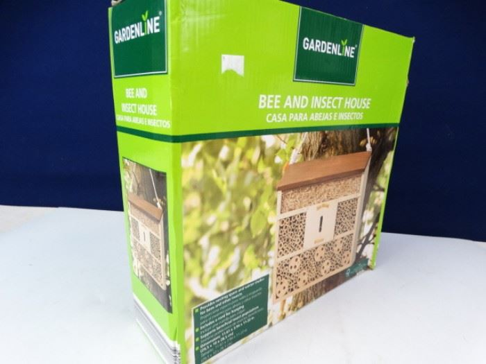 New in Box Gardenline Bee INsect House