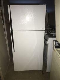 Hotpoint Refrigerator Model CTX14CATDRWH