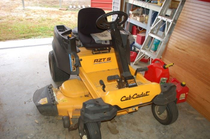 Cub Cadet RZT 8 Zero Turn mower
