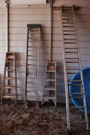 Several sizes of ladders and types