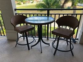 Cafe Table & Chairs Like New
