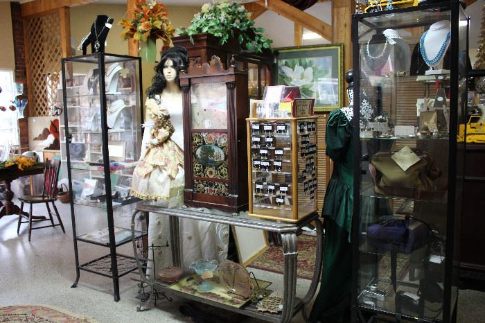 Miscellany of Antique, Vintage, Collectable and Handmade Jewelry