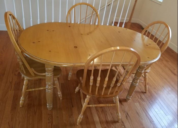 Pine Dinette Set w/4 Chairs