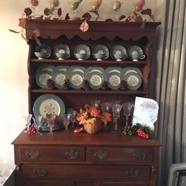 Hutch and beautiful set for dinnerware