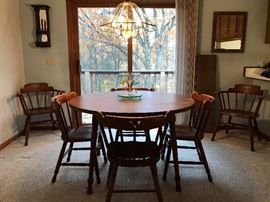 maple table with 2 leaves and 6 chairs