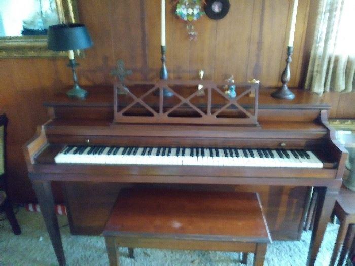 Hallet Davis & Co. Piano