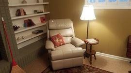 Flexsteel cream/putty leather recliner