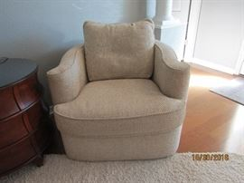 MATCHING SWIVEL CHAIR.. BERNHARDT