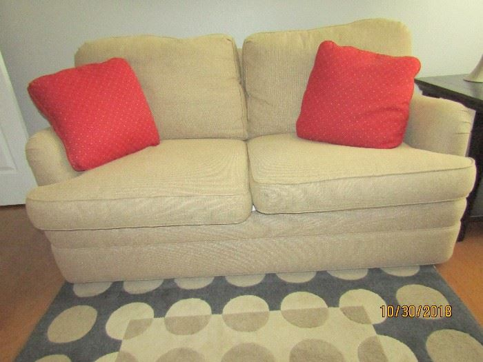 LOVE SEAT BY SHERRILL .. 60X36X32
