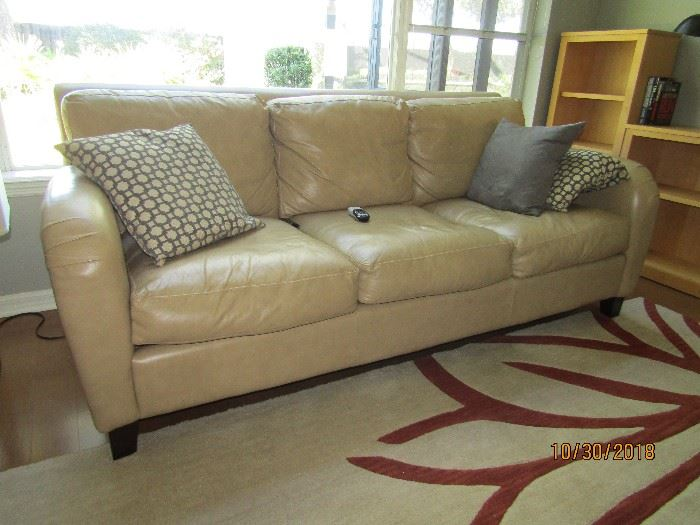 3 CUSHION LEATHER SOFA, REMOVABLE BACK AND SEAT.. 86X36X36.... PURCHASED AT ROBB AND STUCKY.. GORGEOUS PIECE..