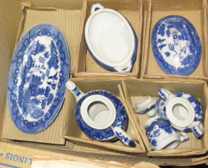 Childs Blue Willow Tea Set