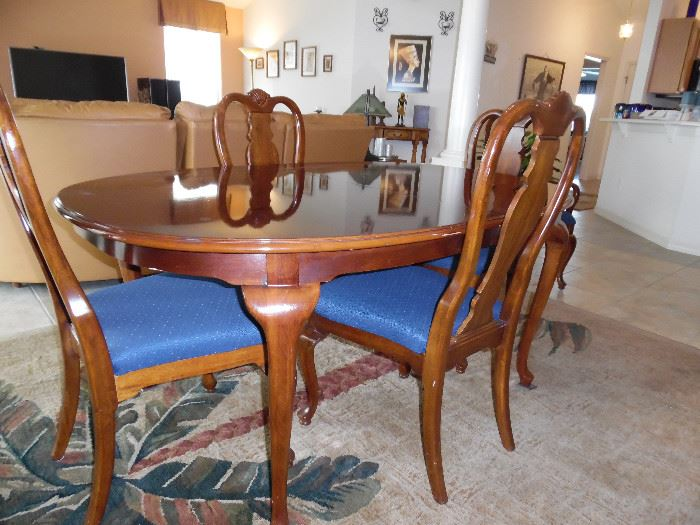 Oval table, 2 leaves & pads, 6 chairs