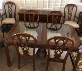 Gorgeous Dining Table w 4 Side Chairs and 2 Arm Chairs