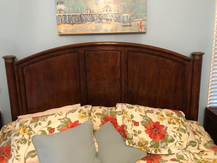 Hickory White brand King bed with Sleep Number mattress. Perfect condition.