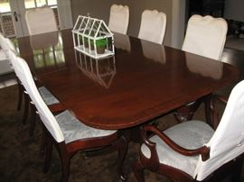 Hickory Chair double pedestal edge banded mahogany dining table with 3 leaves and 8 chairs