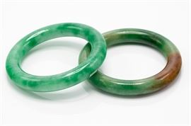 Lot 1 A pair of jadeite jade bracelets