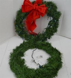 2 Christmas Wreaths 1 Pre Lit Plugged In, Did NOT ...