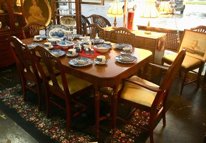 Mahogany antique dining room suit with table and 8 matching chairs