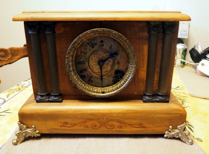 "Working Antique Wind Up Wood Mantle Clock, 11"" x 16"" x 6.5"""