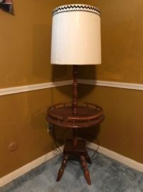Vintage 1960's American Colonial style lamp table with original drum shade