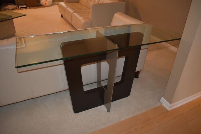 SOFA/ENTRY TABLE