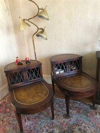 Fifties lamp, pair of mahogany endtables.