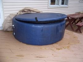 3-4 PERSON SOFT SIDE HOT TUB