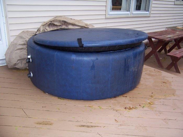 3-4 PERSON SOFT SIDE HOT TUB