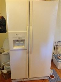 Side by side fridge in very nice condition.