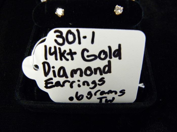 14KT Gold & Diamond Stud Earrings