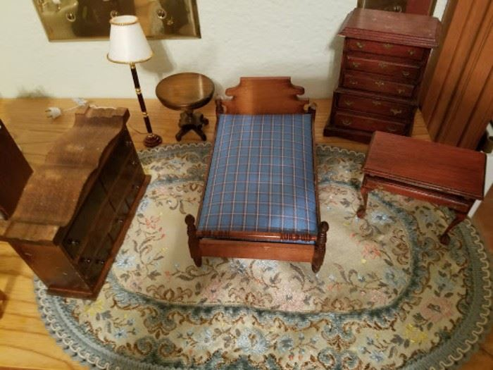 More dollhouse furniture.