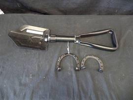 2 Horseshoes Metal Folding Shovel