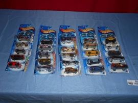 25 Hot Wheels Cars in Pkgs