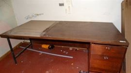 Desk w drawers