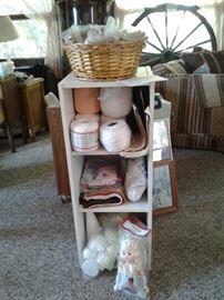 White cabinet, accessories https://ctbids.com/#!/description/share/65284