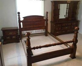 4 Piece Queen Size Bedroom Suite