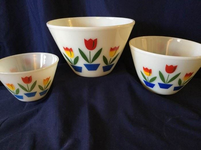 11 Tulip Fire King Bowl Set