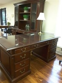 Executive desk in excellent condition.