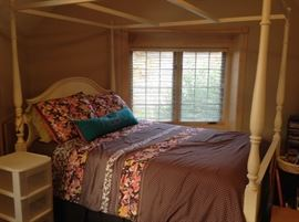 Eathan Allen full canopy bed